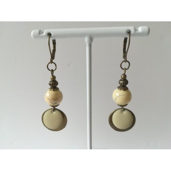 Kit de boucles d'oreilles perles beiges et pendentif bronze - Photo n°2
