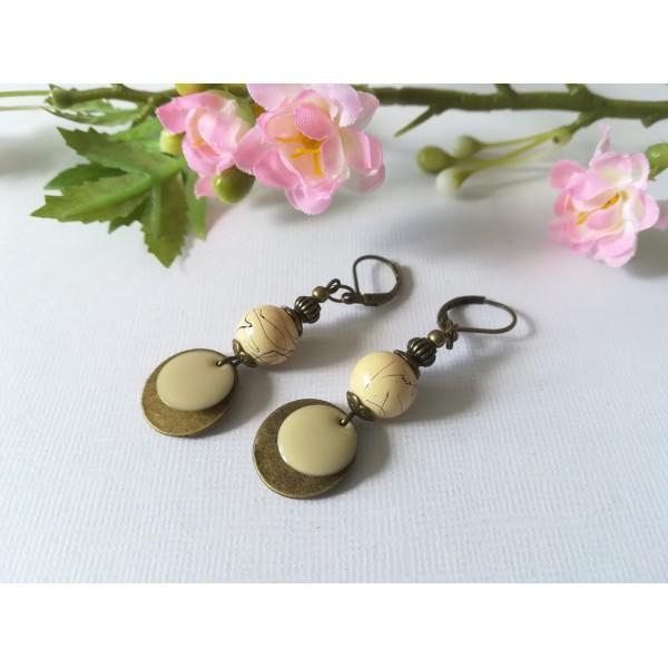 Kit de boucles d'oreilles perles beiges et pendentif bronze - Photo n°1