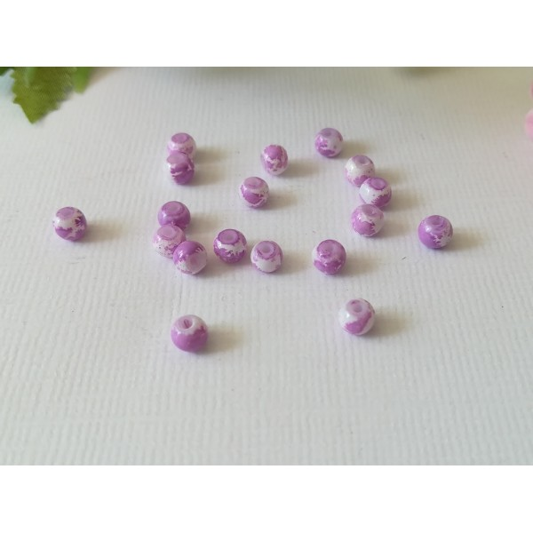 Perles en verre 4 mm blanches taches mauves  x 50 - Photo n°3