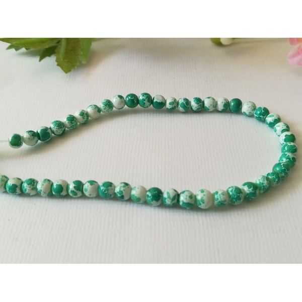 Perles en verre 4 mm blanches taches vertes  x 50 - Photo n°2
