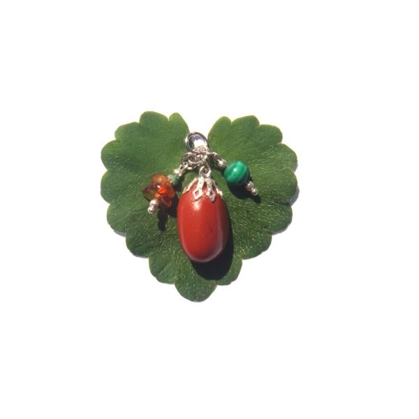 Pendentif Pierre roulée Jaspe Rouge/ breloques Ambre et Malachite 3.5 CM de hauteur - Photo n°2