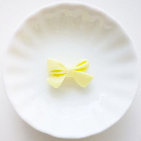 Perle en Silicone Noeud Papillon 27mm x 17mm Jaune Clair, Creation bijoux - Photo n°1