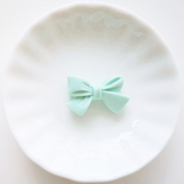 Perle en Silicone Noeud Papillon 27mm x 17mm Vert Clair , Creation bijoux - Photo n°1