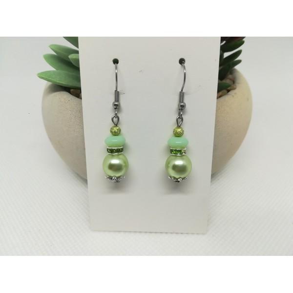 Kit boucles d'oreilles perles et rondelle strass vert pale - Photo n°1