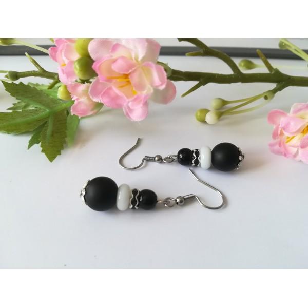Kit boucles d'oreilles perles noires, blanche et rondelle strass - Photo n°2