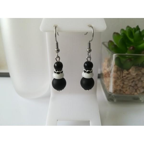 Kit boucles d'oreilles perles noires, blanche et rondelle strass - Photo n°1