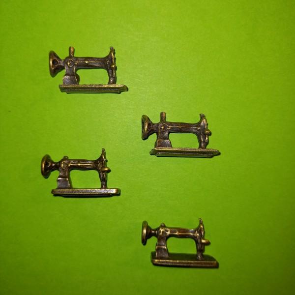 Breloque, 4 machines à coudre sur votre poignée - Photo n°1