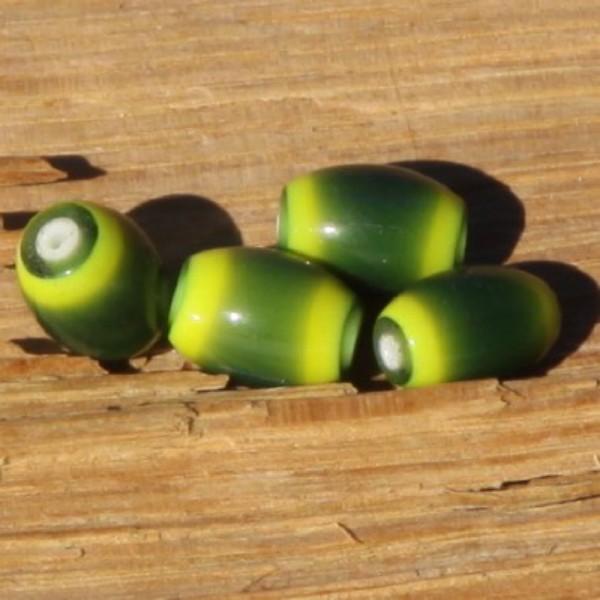 Lot de 4 perles ovales vertes en verre. - Photo n°1