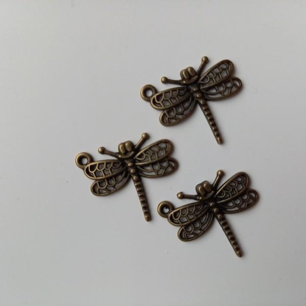 Breloque, trois libellule  aux ailes ouvertes - Photo n°1