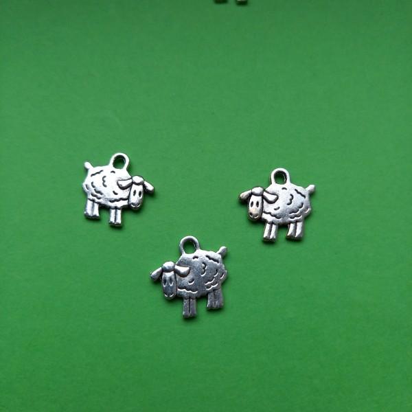 Breloque, un mouton blanc , deux moutons, trois moutons ... - Photo n°1