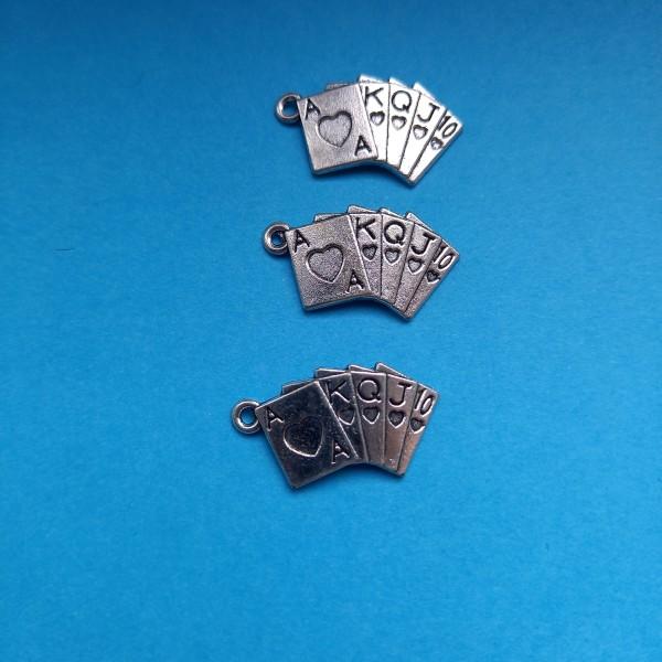 Trois Breloques sur le thème des cartes de jeux  en métal blanc, 2 cm - Photo n°1
