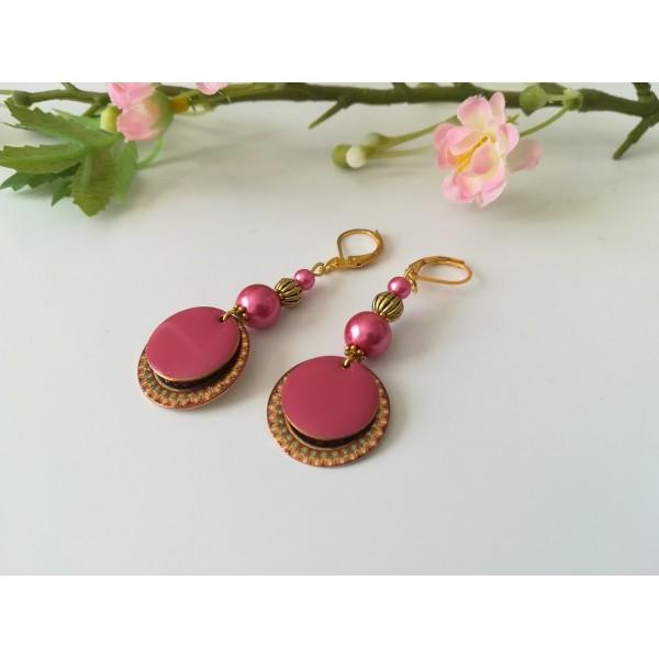 Kit boucles d'oreilles pendentif doré et perles fuchsia - Photo n°2