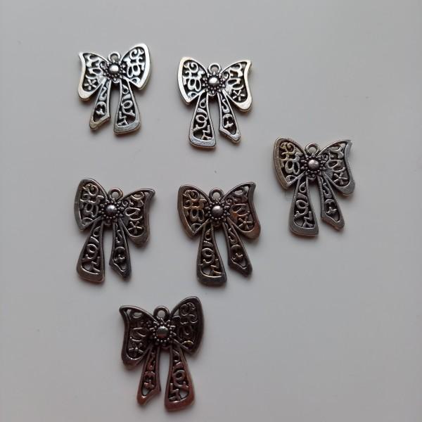 Un beau nœud pour décorer votre cadeaux, 6 breloques ou perles, - Photo n°1