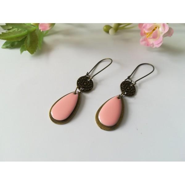 Kit boucles d'oreilles pendentif bronze et sequin émail rose - Photo n°2
