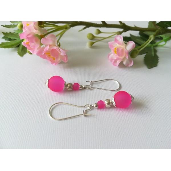 Kit boucles d'oreilles perle en verre fuchsia et apprêts argentés - Photo n°1