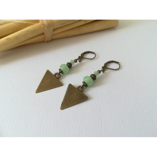 Kit boucles d'oreilles apprêts  bronze et perles en verre à facette vert clair - Photo n°2