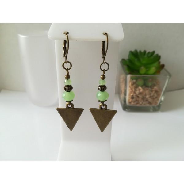 Kit boucles d'oreilles apprêts  bronze et perles en verre à facette vert clair - Photo n°1