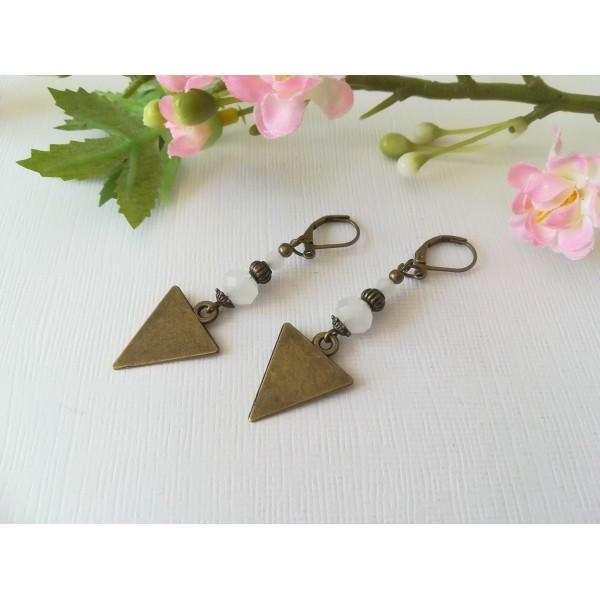 Kit boucles d'oreilles apprêts  bronze et perles en verre à facette blanche - Photo n°2