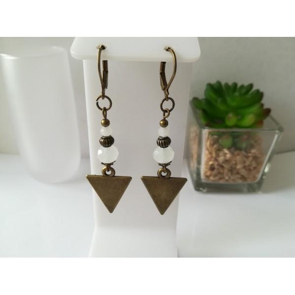 Kit boucles d'oreilles apprêts  bronze et perles en verre à facette blanche - Photo n°1