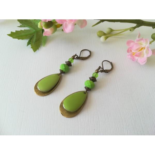 Kit boucles d'oreilles goutte bronze et perles en verre à facette verte - Photo n°2