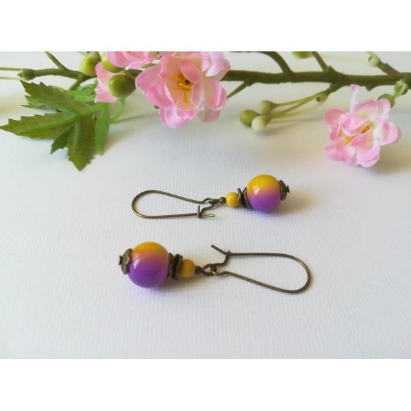 Kit boucles d'oreilles apprêts bronzes et perles en verre jaune violet - Photo n°2