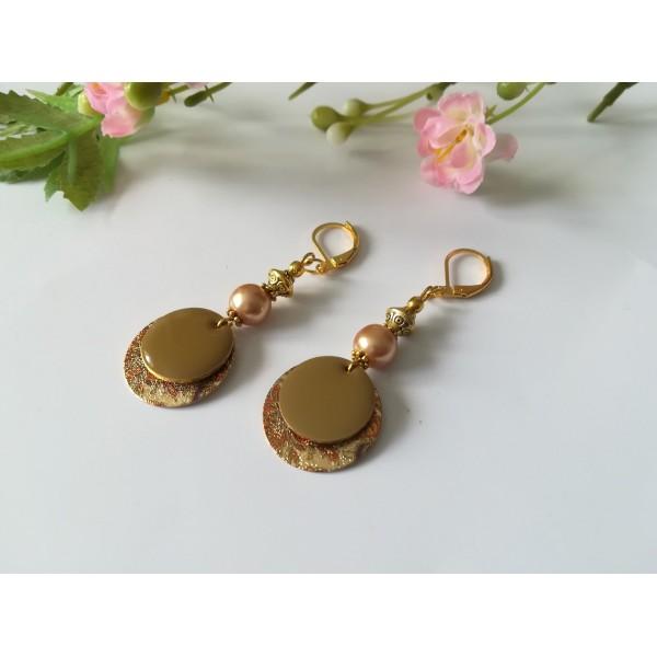 Kit boucles d'oreilles pendentif doré imprimé et perles marron clair - Photo n°2