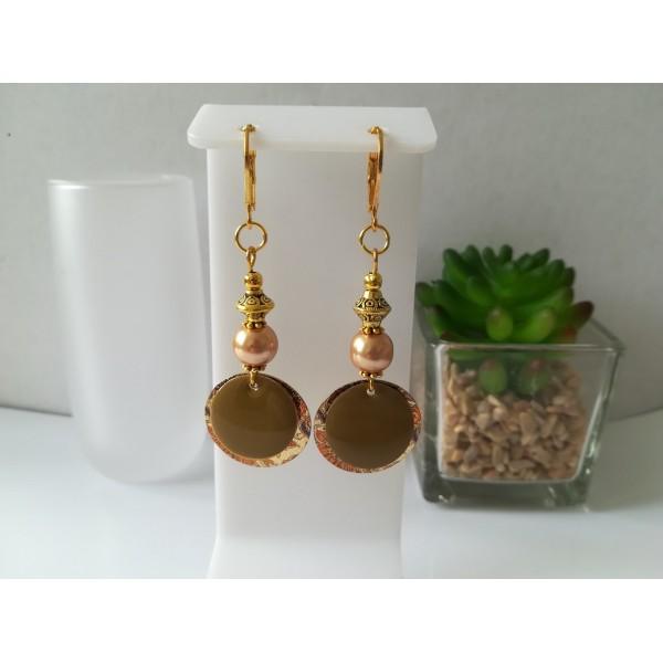 Kit boucles d'oreilles pendentif doré imprimé et perles marron clair - Photo n°1