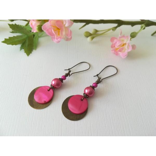 Kit de boucles d'oreilles apprêts bronze et perles en verre fuchsia - Photo n°2