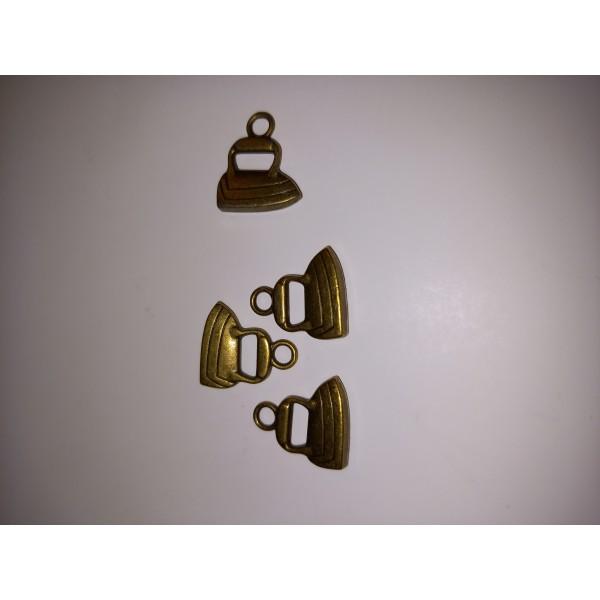 Breloque ,4 fers à repasser en bronze pour les chemises. , , 1,5 cm - Photo n°1