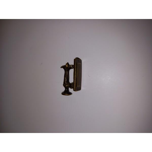 Breloque une machine à coudre en bronze , 1,5 cm - Photo n°1