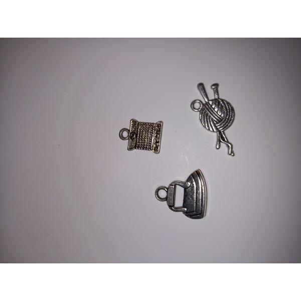 Breloque 1 fer, de la laine et ses aiguilles, et du fil à coudre - Photo n°1