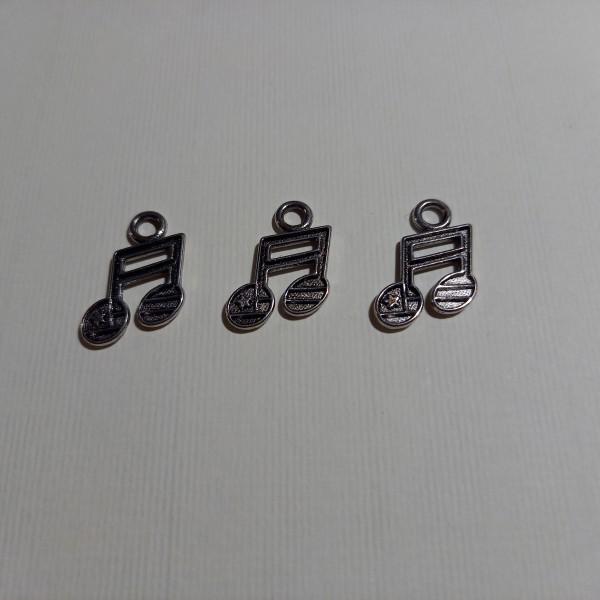 Breloque,trois notes de musique    sur  votre poignée ....2 cm - Photo n°1