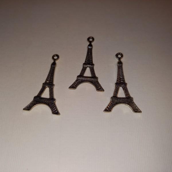 Breloque, trois tours Eiffel, en métal blanc, 3.5 cm - Photo n°1