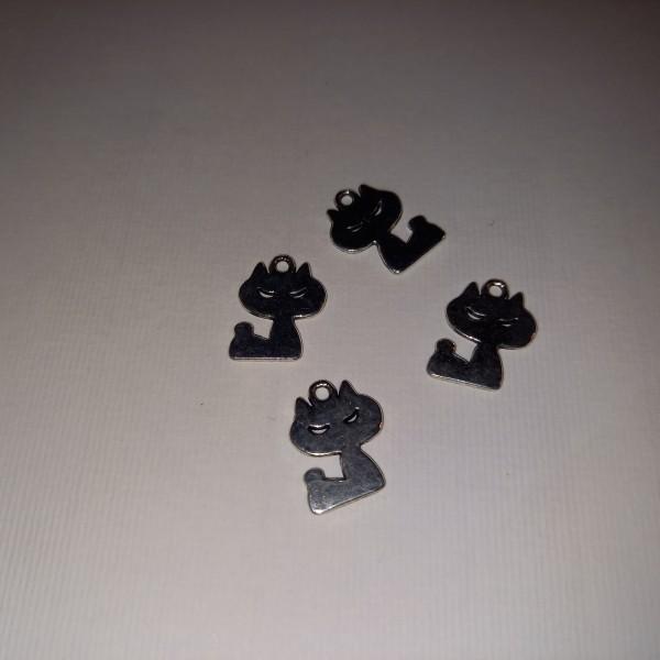 Breloque, quatre petits chats, en métal blanc, 3.5 cm - Photo n°1