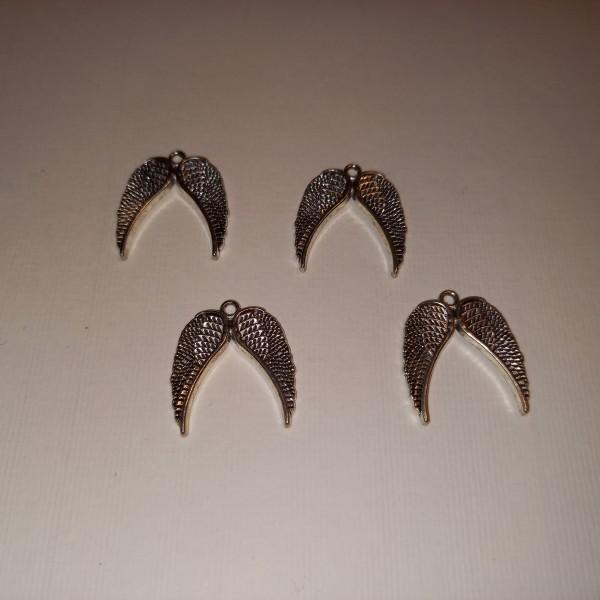 Breloque, quatre paires d'ailes de la liberté  en métal blanc, 2 cm - Photo n°1
