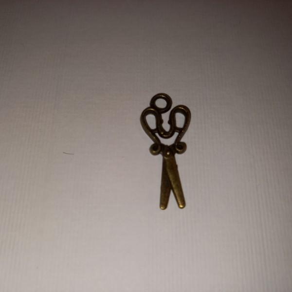 Breloque, une paire de ciseaux  en fonte, 28 mm - Photo n°1