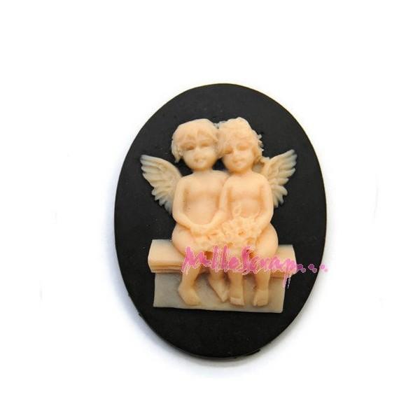 Cabochon petits anges résine multicolore - 1 pièce - Photo n°1