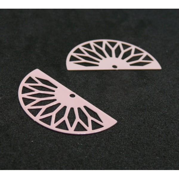 AE111362 Lot de 4 Estampes pendentif filigrane demi cercle Eventail GM 16 par 30 mm Coloris Rose - Photo n°1