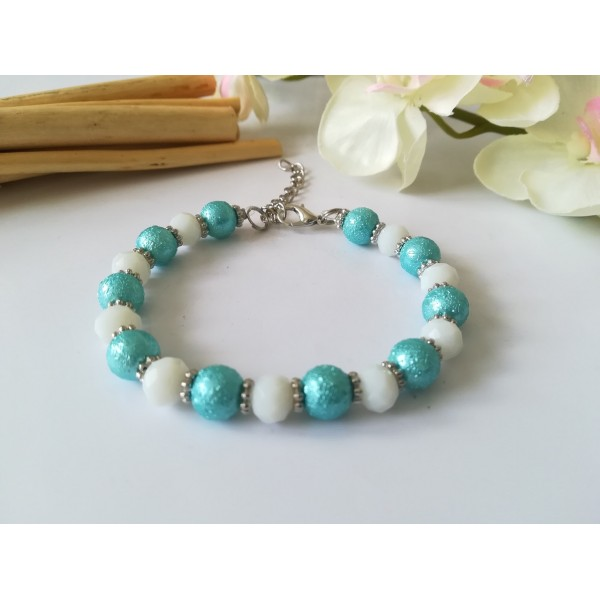 Kit bracelet perles en verre granuleux bleu et à facette blanche - Photo n°1