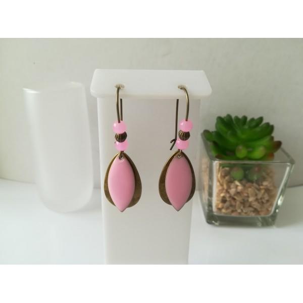 Kit boucles d'oreilles apprêts bronze et sequin émail navette rose - Photo n°1