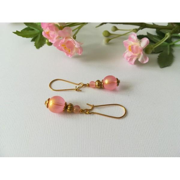 Kit de boucles d'oreilles apprêts dorés et perles rose brillante - Photo n°2