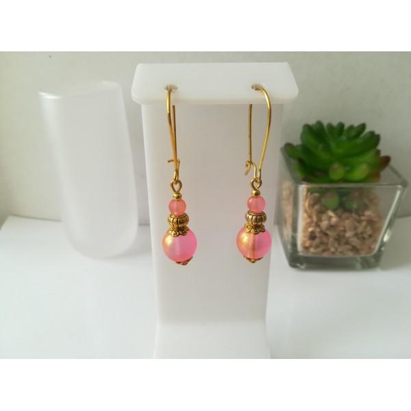 Kit de boucles d'oreilles apprêts dorés et perles rose brillante - Photo n°1