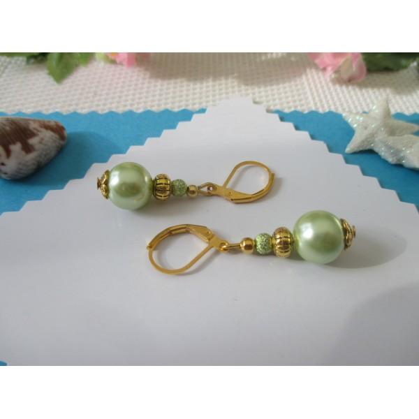 Kit boucles d'oreilles apprêts dorés et perles en verre nacré vert pale - Photo n°2