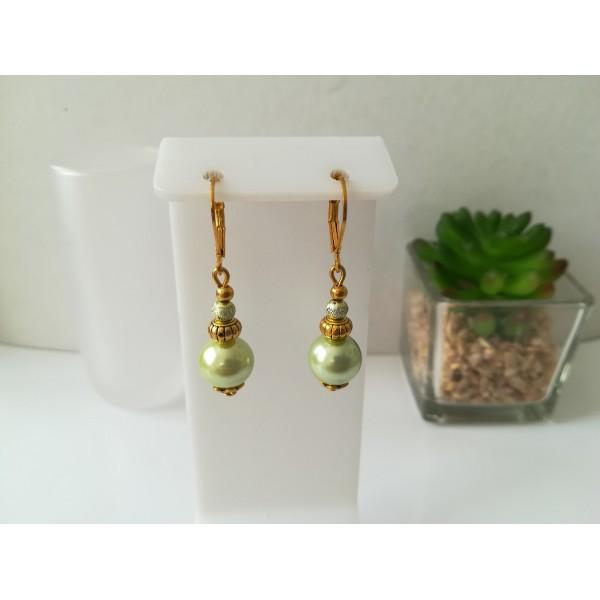 Kit boucles d'oreilles apprêts dorés et perles en verre nacré vert pale - Photo n°1