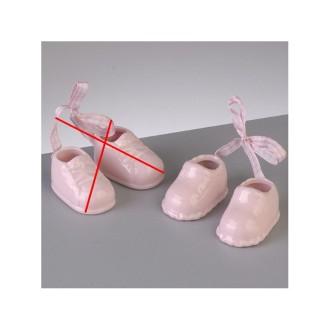 Paire de chaussons de bébé en porcelaine et rubans, Rose