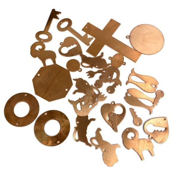 Set de petits pendentifs en cuivre, mélange d'env. 70 gr, env. 20 pièces, émaillage à froid - Photo n°1