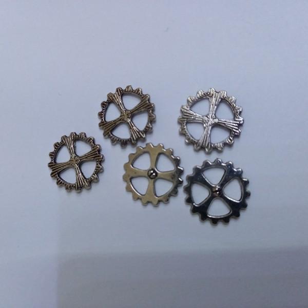 Breloque, 5 roues dentées en métal blanc                        1 cm - Photo n°1