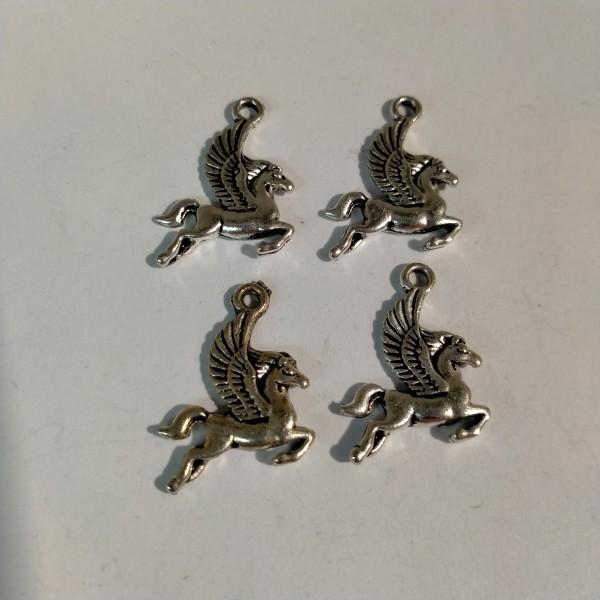 Breloque, 4 chevaux ailés, 2 cm, en métal blanc - Photo n°1