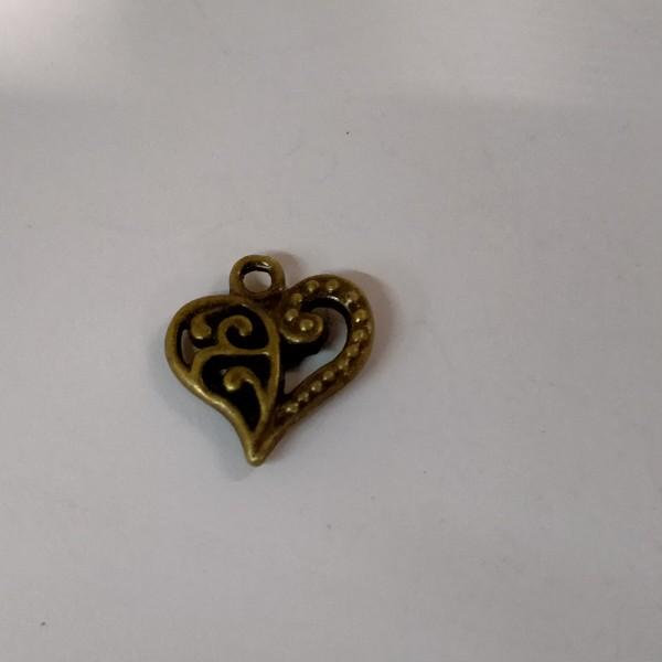 Breloque, coeur ouvragé en métal bronze - Photo n°1