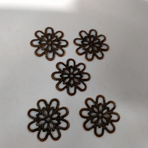 Estampe breloque,5 fleurs  en metal bronze, 2 cm - Photo n°1